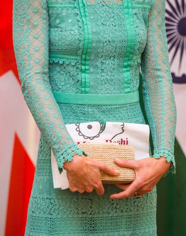 كيت accessorised ملابسها Temperley معها LK بينيت ناتالي مخلب