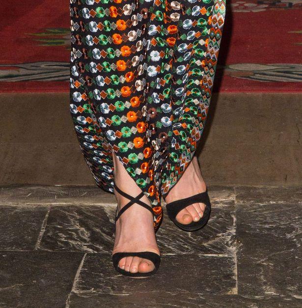 ويعتقد كيت ميدلتون قد ترتديه Gianvito روسي كريسس الصليب الصنادل في أسود من جلد الغزال
