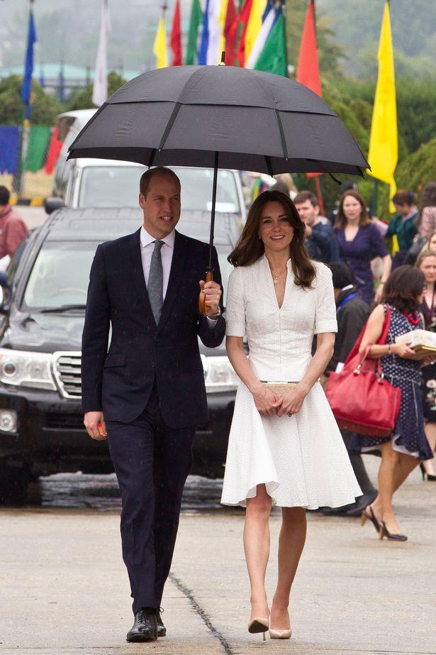عقد وليام مظلة للزوجة كيت كما قدم رحيل رطبة من بوتان