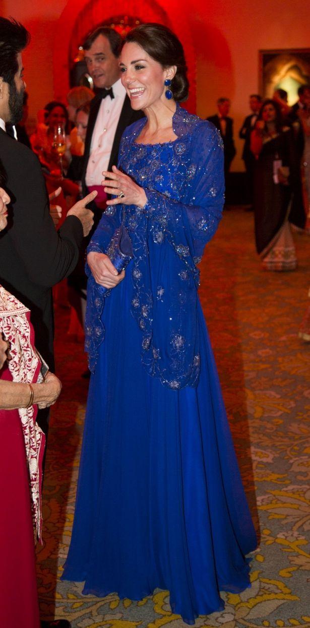 كيت ميدلتون ترتدي ثوب Packham جيني مع حقيبة مطابقة لحفل بوليوود