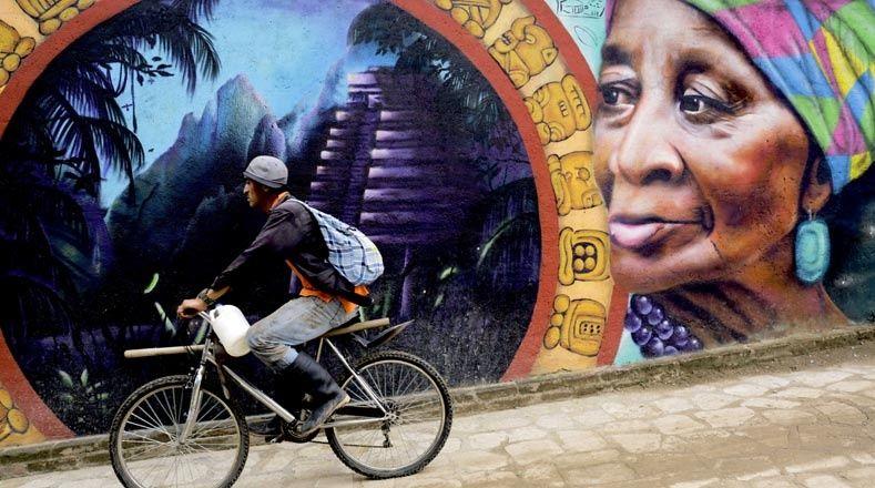 صور الفن الحضري يملأ شوارع كانتارا ناس في هندوراس