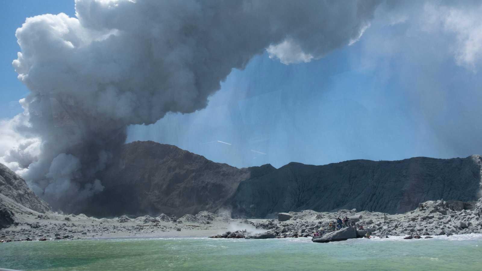 ثوران بركان واكاري نيوزيلندا يترك خمسة قتلى على الأقل و 31 مصابًا وفقد ثمانية