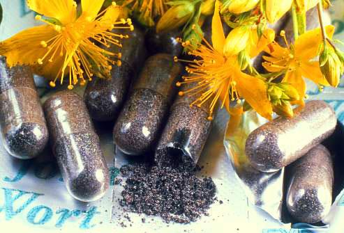 حبوب منع الحمل وزهور نبتة سانت جون