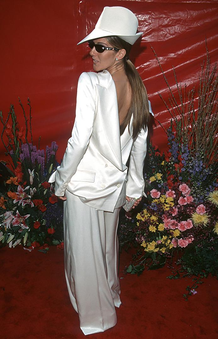 المغني سيلين ديون الرهان على سهرة الإناث ولكن من دون النتيجة المرجوة.  لم يرافق الملحق في رأسه أي منهما.