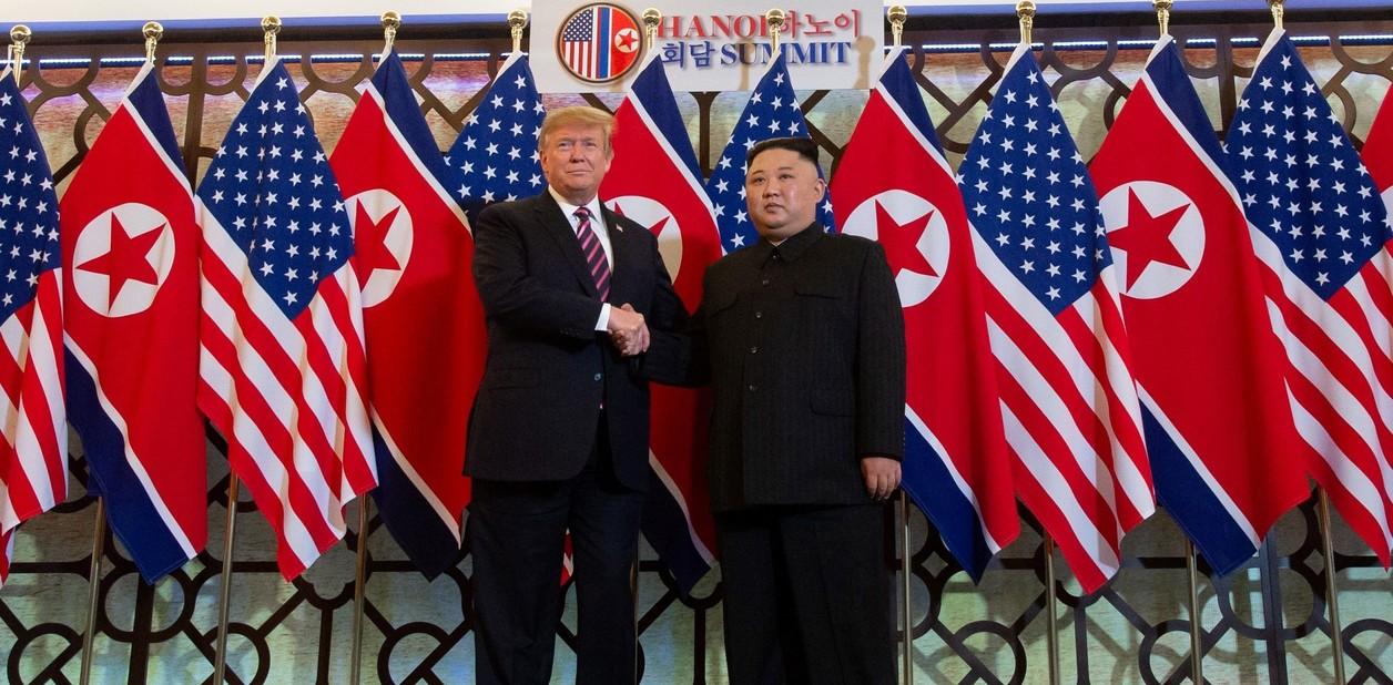 بدأ الرئيس الأمريكي دونالد ترامب والزعيم الكوري الشمالي كيم جونغ أون قمتهما الثانية في عاصمة فيتنام.  (شاول لوب / أ ف ب)