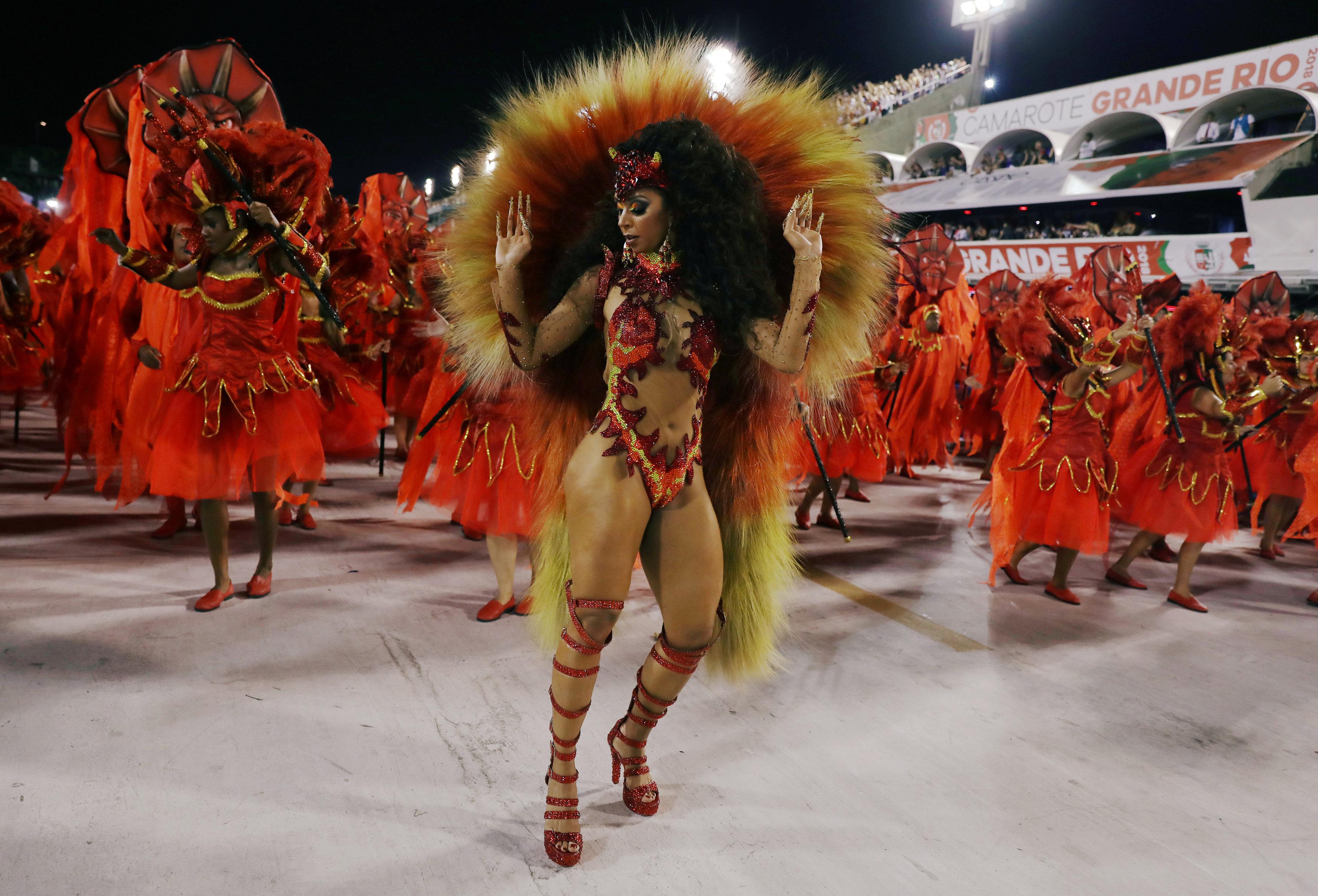راقص من أونيدوس دا تيجوكا (ريوترز / بيلار أوليفارز)