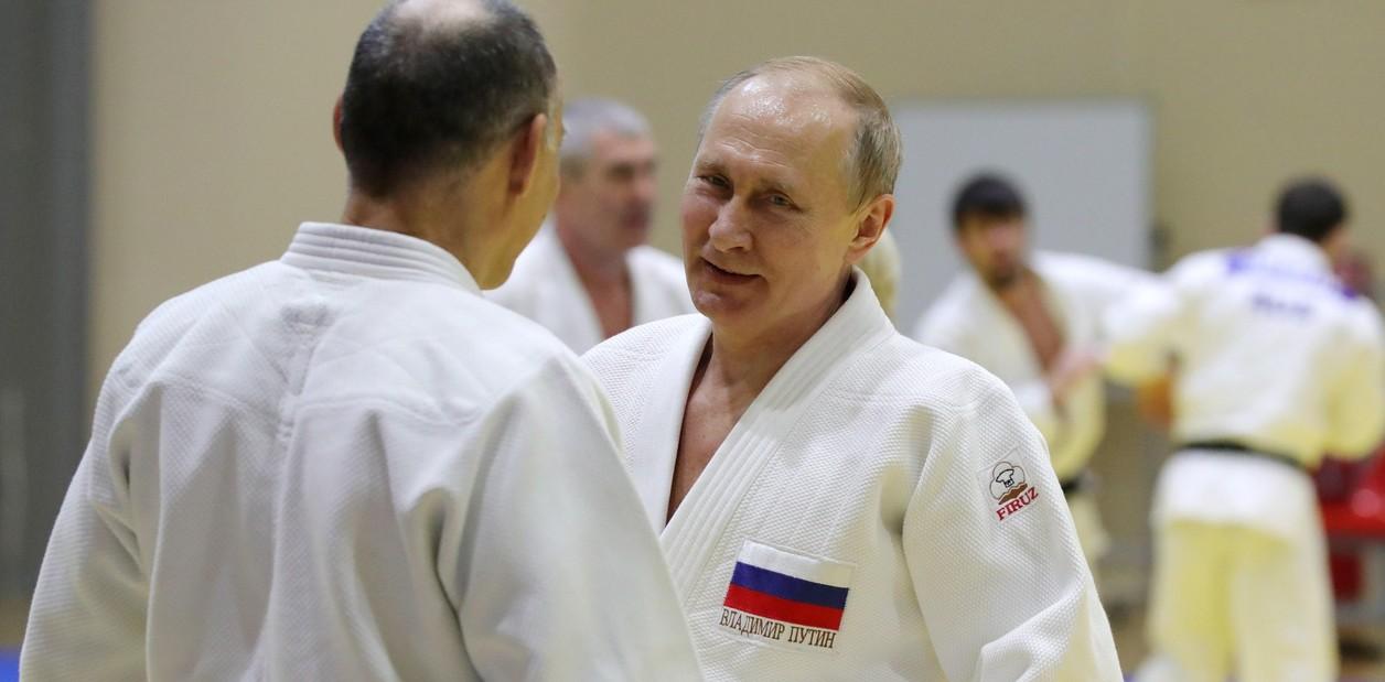 تدرب فلاديمير بوتين في مركز يوغا-سبورت للتدريب والرياضة في منتجع سوتشي الروسي في البحر الأسود.  EFE / MICHAEL KLIMENTYEV / SPUTNIK / KREML