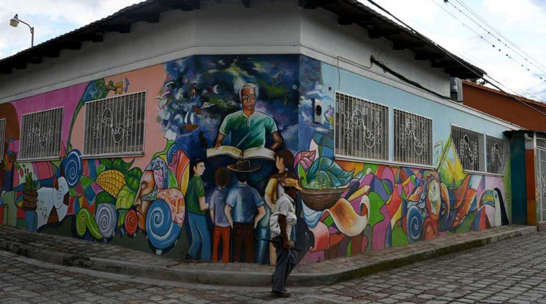 مع أكثر من 100 جدارية ، تعد هذه المدينة من المعالم السياحية لأولئك الذين حولوها بالفعل إلى تقاليد ثقافية ، يعتبرها البعض من التجدد والانتقام.