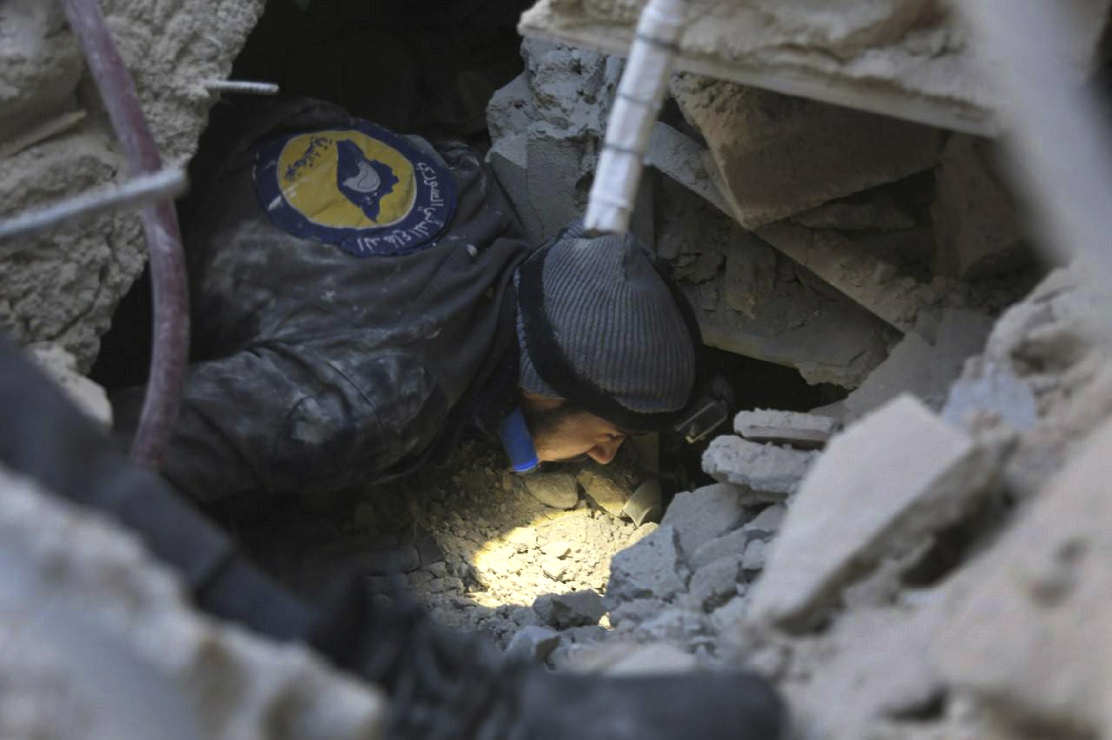 (الدفاع المدني السوري الخوذ البيض عبر أب)