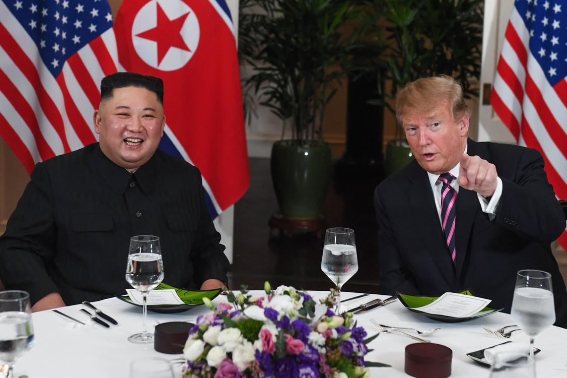 """وخلال القمة بين الزعيم الكوري الشمالي كيم جونغ أون قال: """"أنا متأكد من أن هذه المرة ستكون هناك نتائج عظيمة ستلقى قبولا حسنا من الجميع"""".  (شاول لوب / أ ف ب)"""