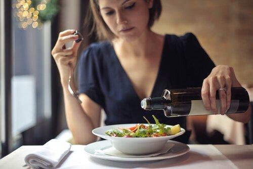 تناول الطعام برفق وأوائل
