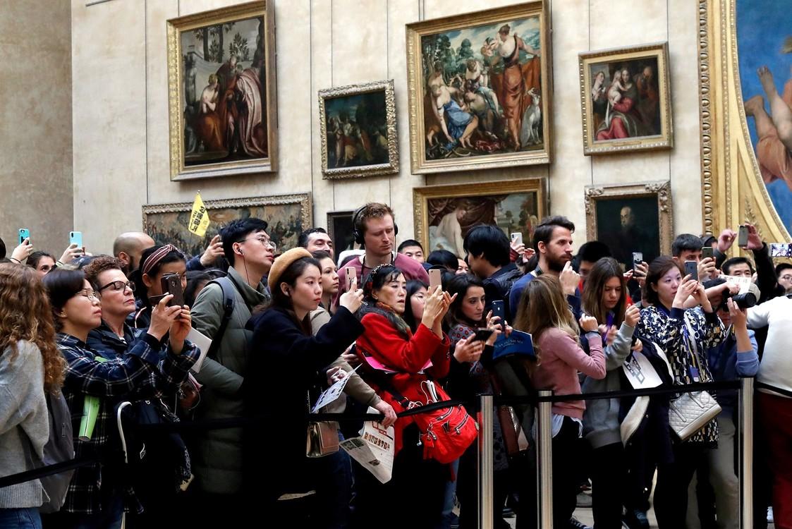 زائر أكثر من 10 مليون شخص من جميع أنحاء العالم متحف باريس في عام 2018. / REUTERS / Charles Platiau / File Photo