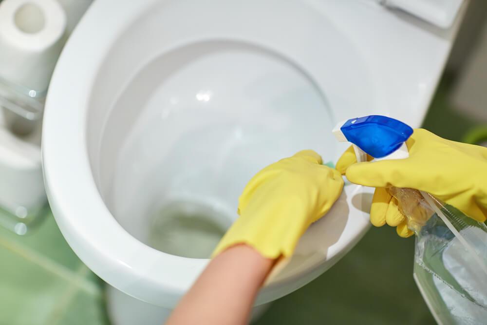 أين تبدأ تطهير الحمام