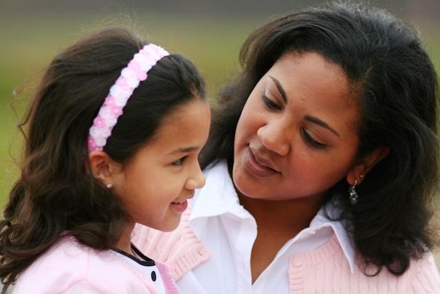 8 طرق لمساعدة طفلك على التغلب على الخجل
