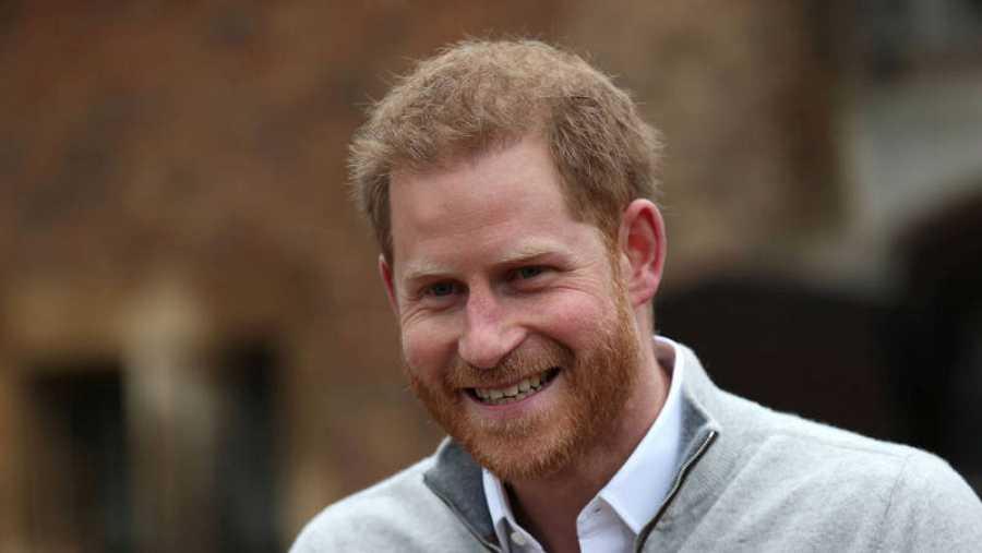 الأمير هاري (هاري) من إنجلترا يعلن ولادة طفله الأول مع ميغان ماركل
