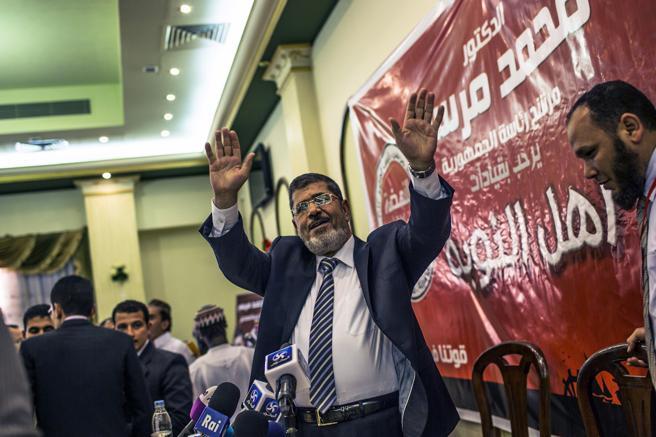 محمد مرسي ، في صورة خلال الحملة الانتخابية في 13 يونيو 2012 في القاهرة ، مصر