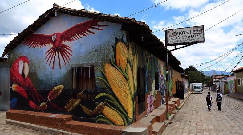 """وفقًا لفنان ومنسق الاجتماعات السنوية لعلماء الجداريات ، يعد خافيير إسبينال """"بديلاً للعمل المتكامل"""" الذي يترك رسالة للأجيال الجديدة."""