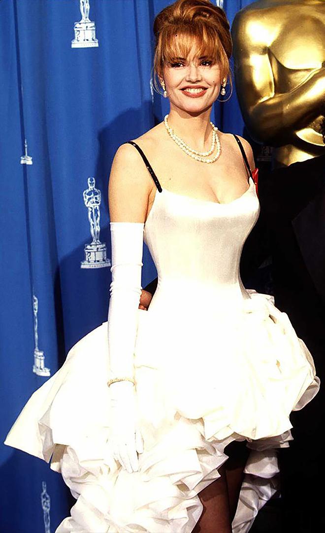 ظهرت الممثلة جينا ديفيس في حفل جوائز الأوسكار لعام 1992 التي ترتدي فستان راقص يمكن أن يكون