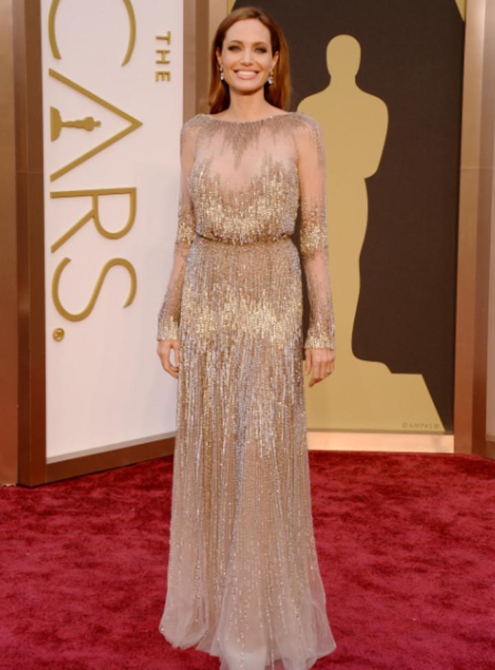 في عام 2014. أنجلينا جولي مع تصميم من إيلي صعب (اف ب).