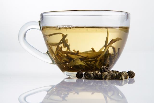كيفية استخدام الشاي الأبيض لزيادة الأيض وحرق الدهون