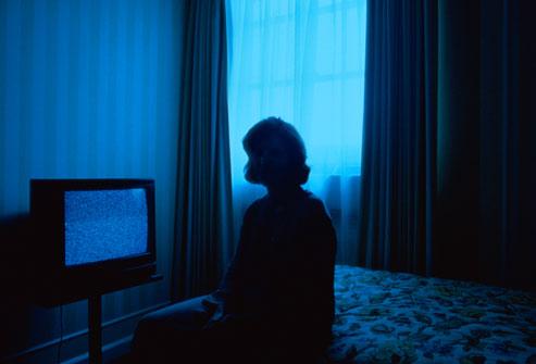 امرأة في غرفة نوم الفندق