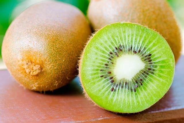 10 الفواكه التي تفقد الوزن والسعرات الحرارية الخاصة بهم