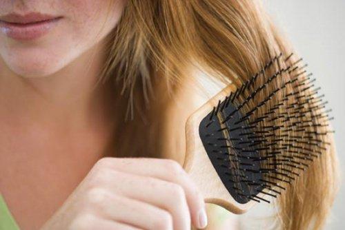 كيف توقف في الخريف من بين الشعر مع العلاجات الطبيعية